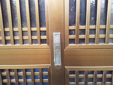 空転していた古い引き戸の錠前