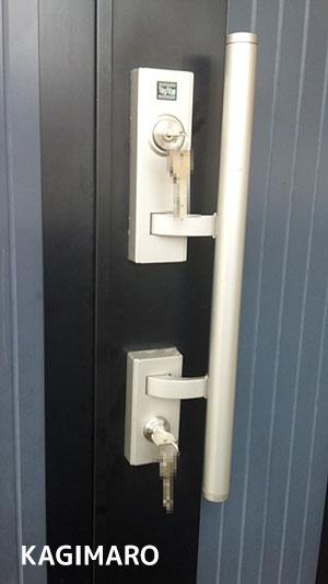 新しい鍵を取付けます